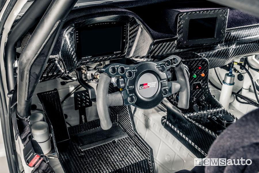 Toyota GR Supra GT4 abitacolo racing