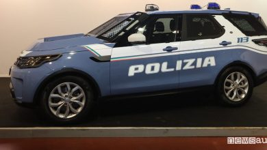 Auto della Polizia fuoristrada Land Rover Discovery