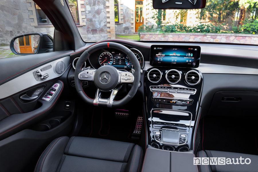 Mercedes-AMG GLC 43 4Matic Coupé plancia strumenti