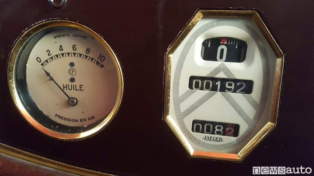 Contachilometri originale papamobile Citroen con solo 192 km! Non è mai uscita dai musei vaticani durante il periodo di sua attività