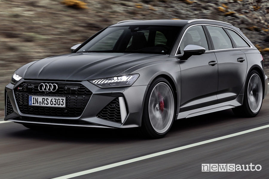 Audi RS6 Avant 2020 vista di profilo in movimento