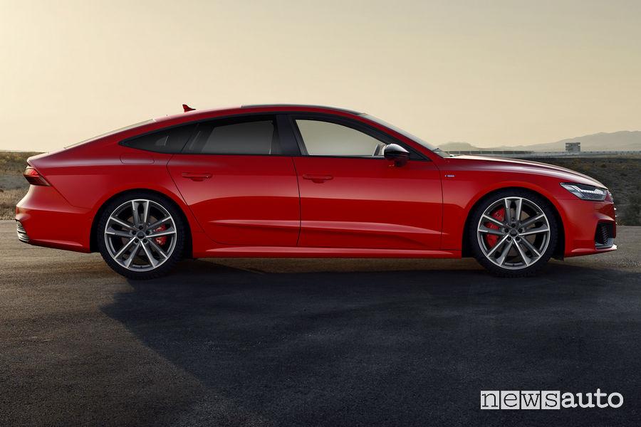 Fiancata laterale lato passeggero Audi A7 Sportback 55 TFSI e quattro
