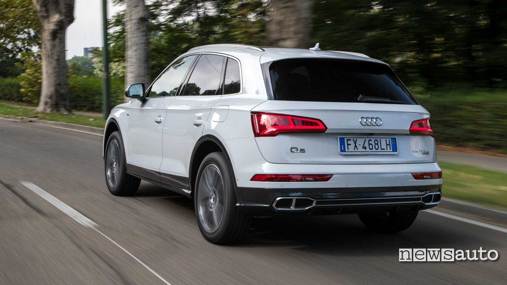 Audi Q5 Phev posteriore in movimento