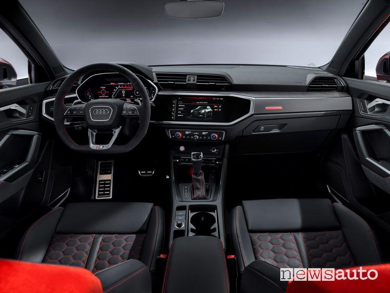Volante sportivo, plancia strumenti Audi RS Q3