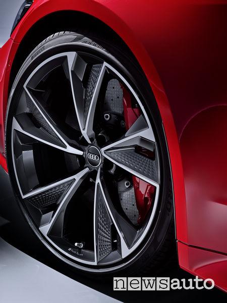 Cerchi in lega e freni carboceramici nuova Audi RS7 Sportback