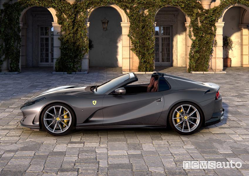 Fiancata laterale, cerchi in lega Ferrari 812 GTS