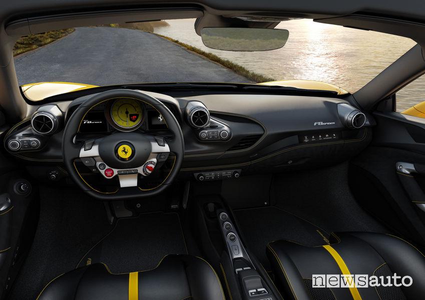 Volante, abitacolo Ferrari F8 Spider