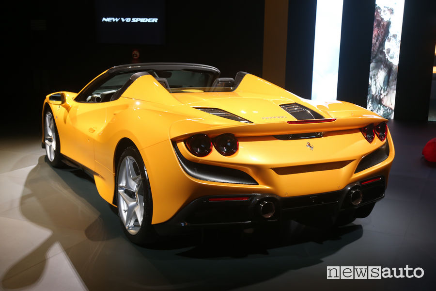 Fari posteriori a LED, scarico Ferrari F8 Spider