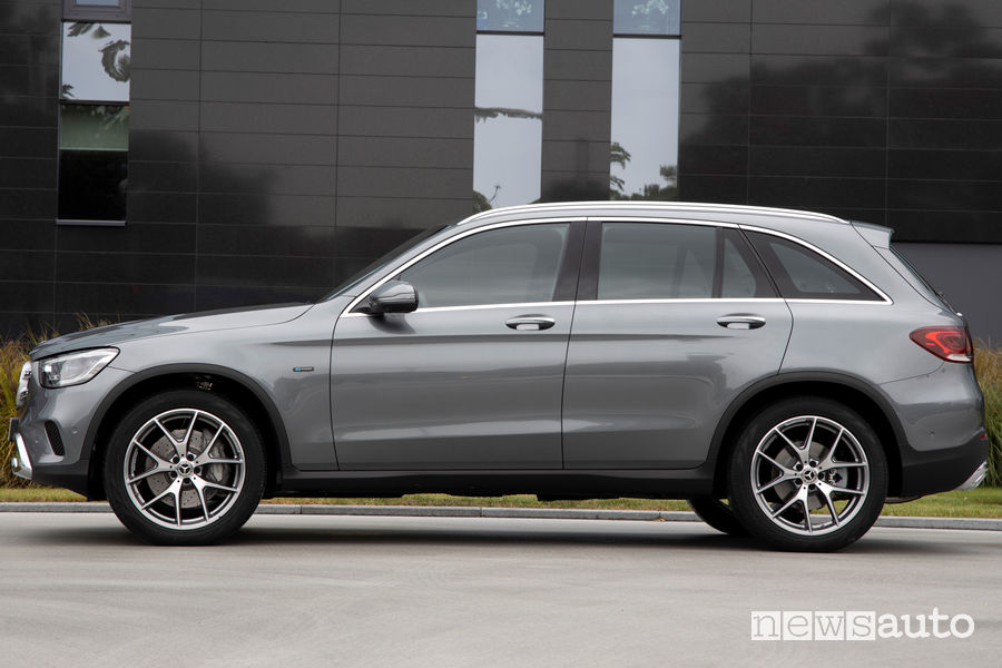 Fiancata laterale Mercedes GLC 300 e 4MATIC