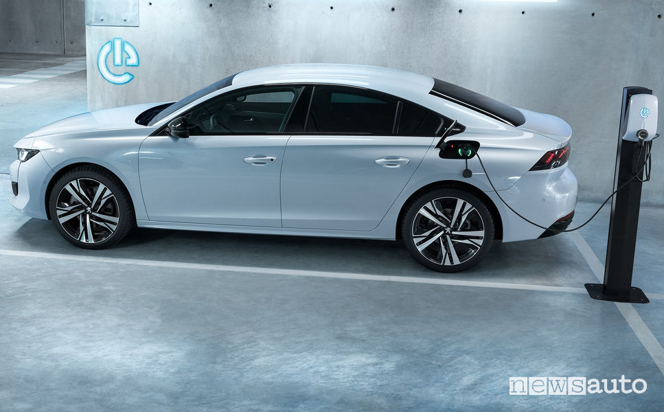 Ricarica da wallbox Peugeot 508 Hybrid