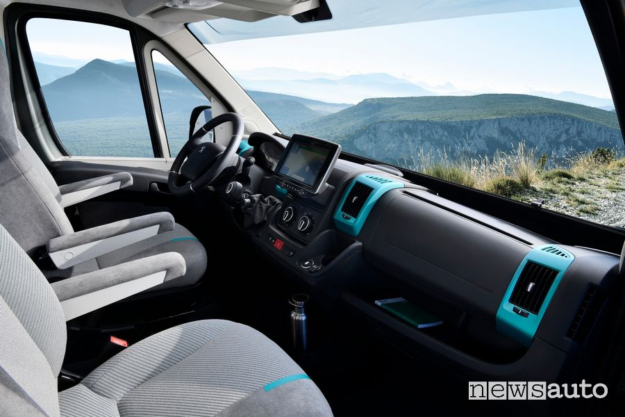 Volante, touch screen Peugeot Boxer 4x4 Concept cambio manuale