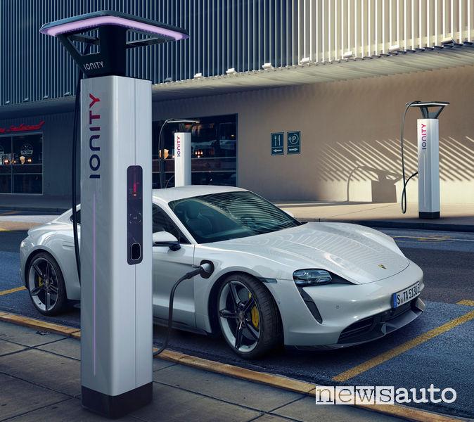 Porsche Taycan Turbo S ricarica veloce Ionity