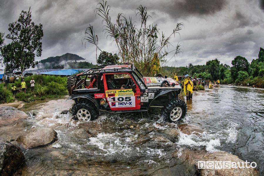 Guado fiume prototipo off road Rainforest Challenge Malesia edizione 2018