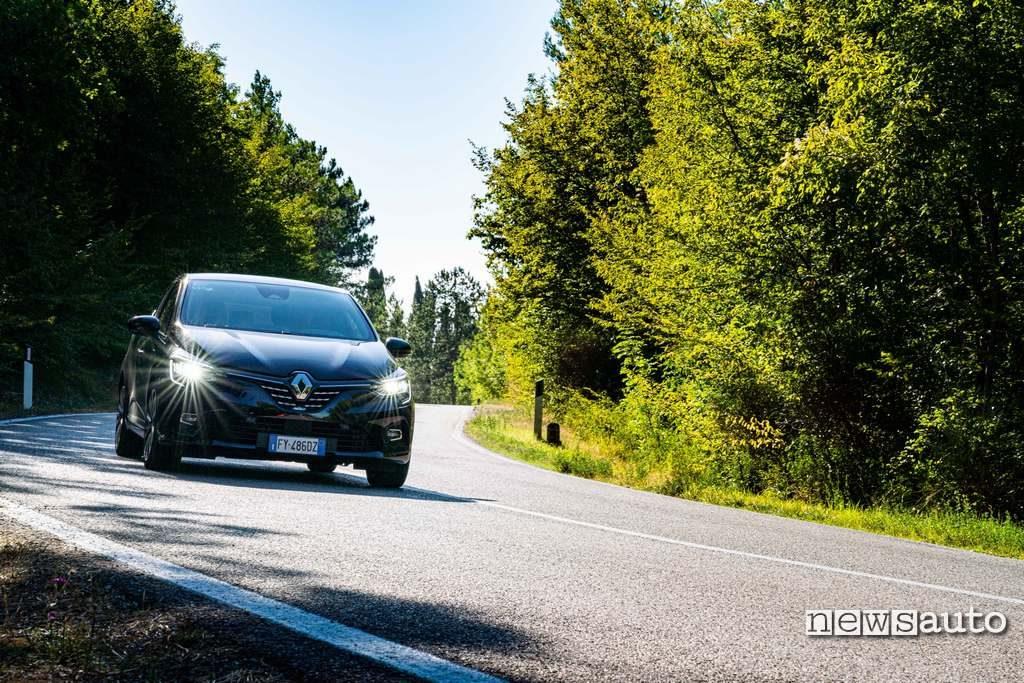 Vista frontale Renault Clio Initiale 2020