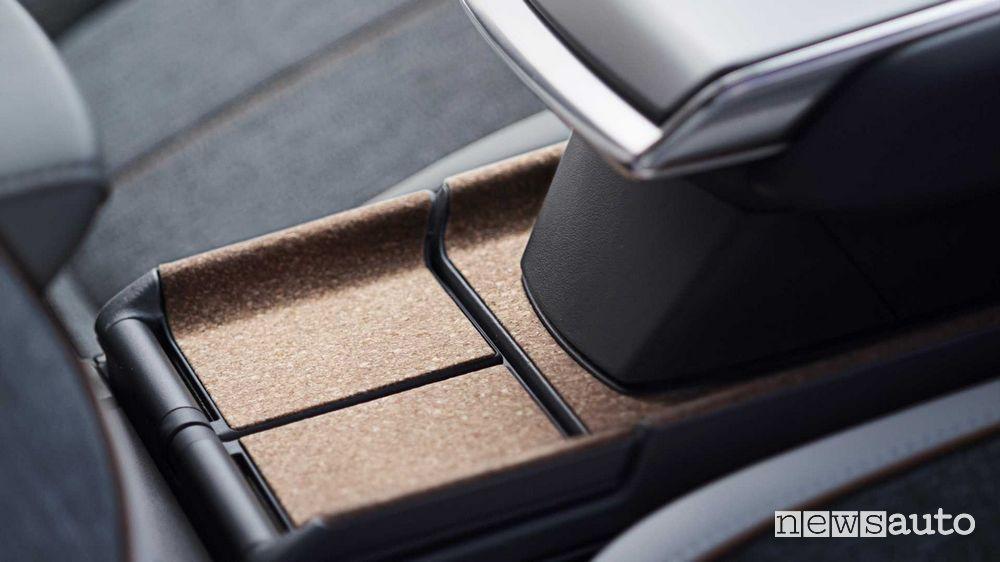 Dettagli in sughero interni Mazda MX-30 elettrica