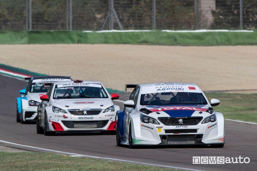 Peugeot 308 TCR in gara ad Imola con Massimo Arduini