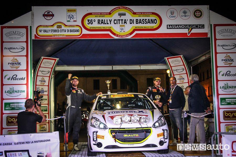Mirco Straffi festeggia la vittoria del Peugeot Competition 208 Rally Cup PRO