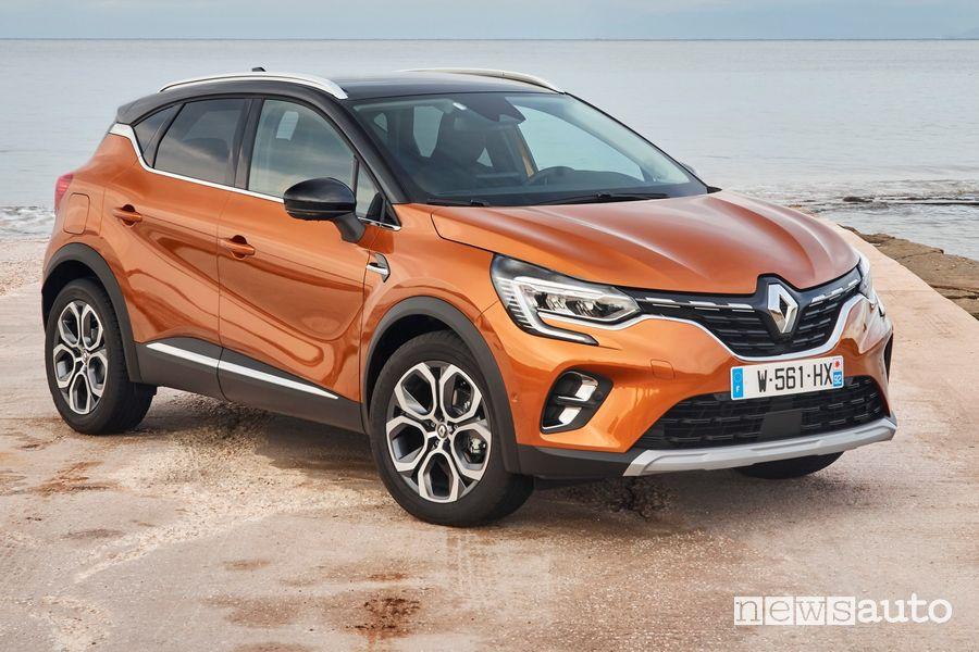 Vista di profilo Renault Captur 2020