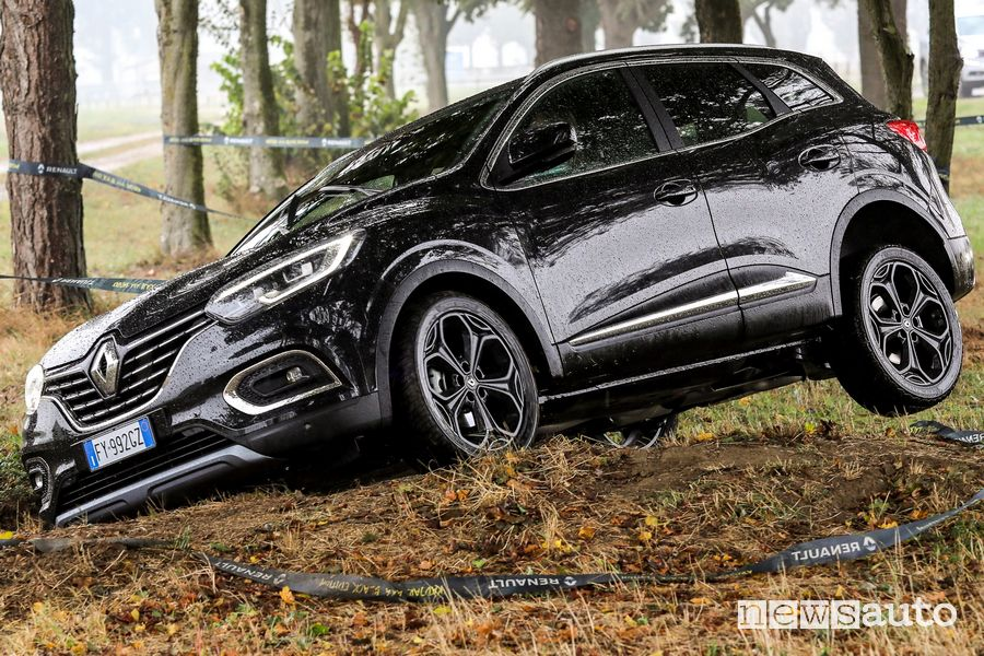 Cerchi in lega Renault Kadjar 4x4 Black Edition prova in off road