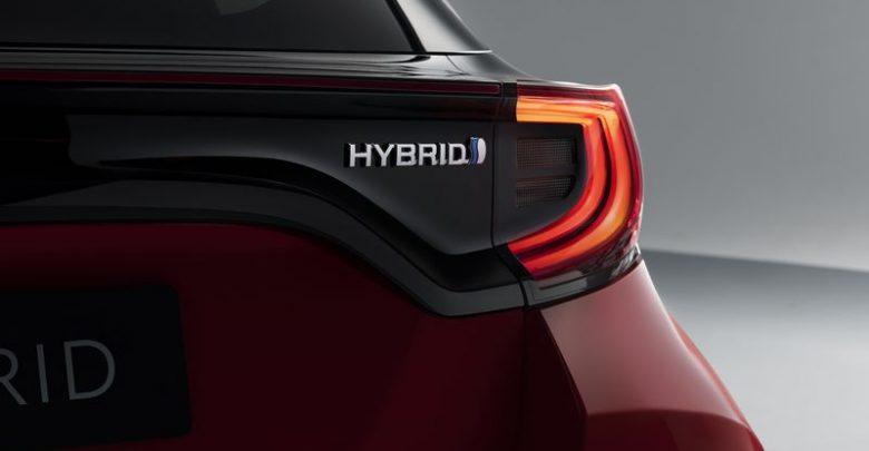 Faro posteriore badge Hybrid Toyota Yaris 2020