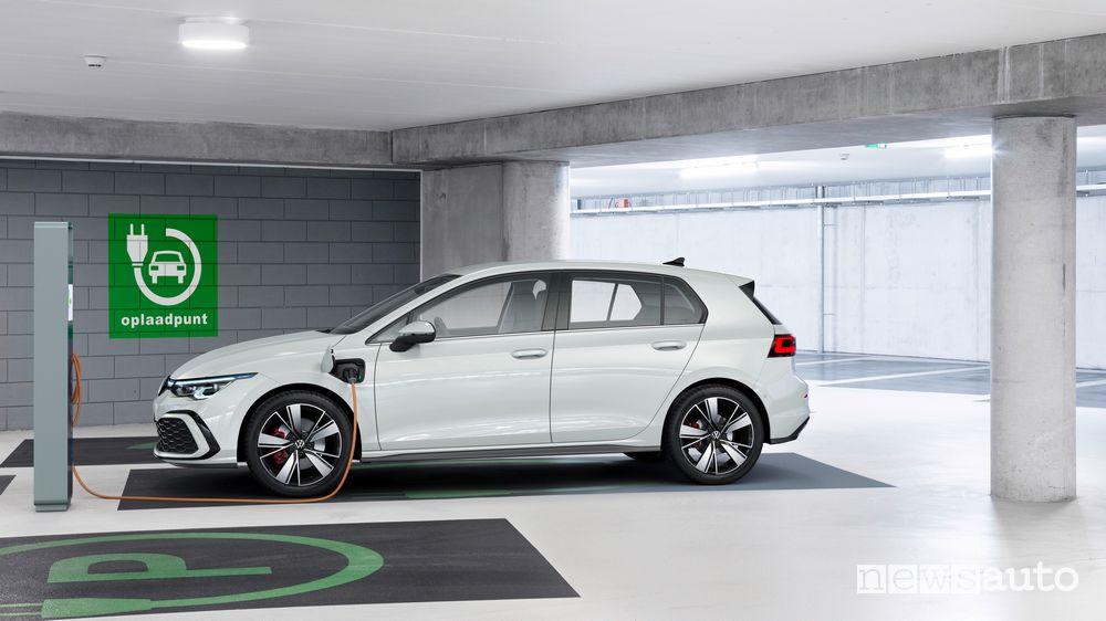 Ricarica da colonnina Volkswagen Golf 8 GTE 2020 ibrida plug-in