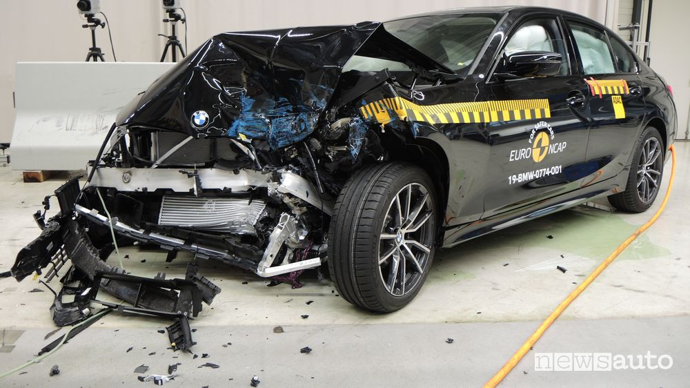 Crash test Euro NCAP urto frontale BMW Serie 3