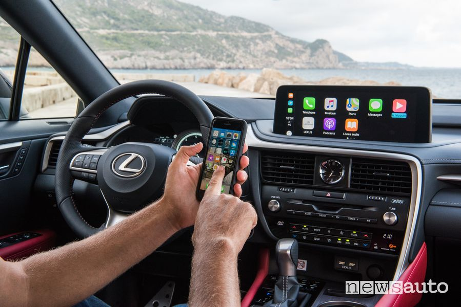 Apple CarPlay Lexus RX 450h 2020, abitacolo