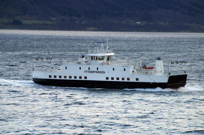 Traghetto norvegese elettrico Ytterøyningen che ha registrato un incidente a bordo per l'esplosione delle batterie.