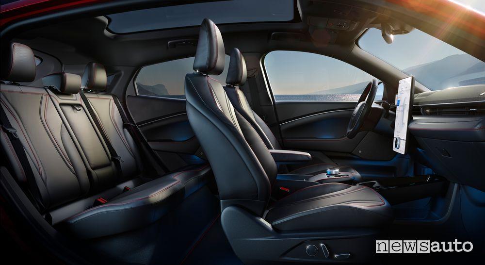 Interni, sedili anteriori e posteriori Ford Mustang Mach-E