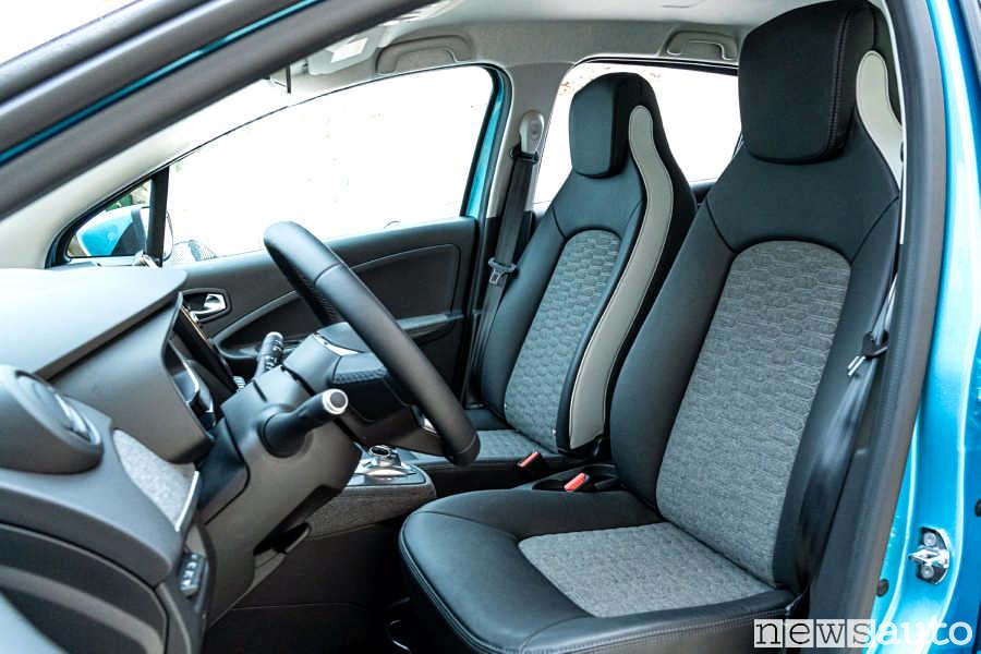 Sedili nuova Renault Zoe 2020 con pelle e nuovi tessuti ottenuti con stoffa riciclata realizzata con tappi di bottiglie e vecchie cinture di sicurezza