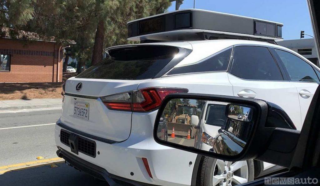 Auto a guida autonoma con nuovi sensori LiDAR Apple