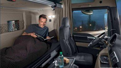 Autist che dorme in cabina camionista cuccetta