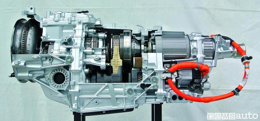 Gruppo frizione, cambio variatore di coppia CVT e motore elettrico impiegato sul nuovo Subaru Forester e-BOXER