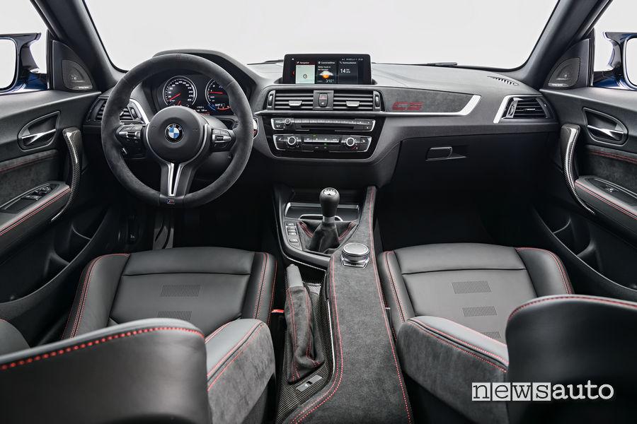 Interni BMW M2 CS 2020 con cambio manuale