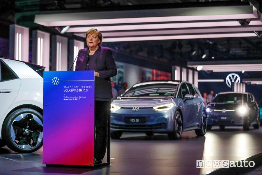 Angela Merkel inaugura la produzione della Volkswagen ID.3 nel sito di Zwickau