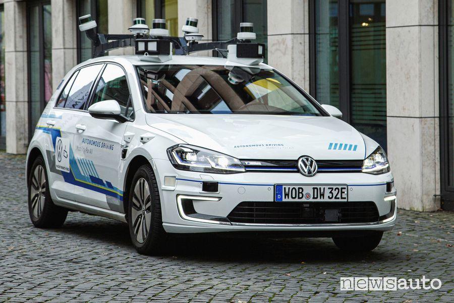 Prototipo Volkswagen e-Golf a guida autonoma