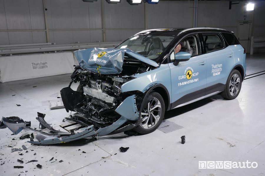 Aiways U5 distrutta dopo l'urto frontale nei crash test Euro NCAP