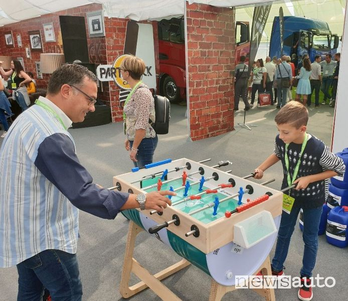 Calcio balilla realizzato con un fusto riciclato Petronas