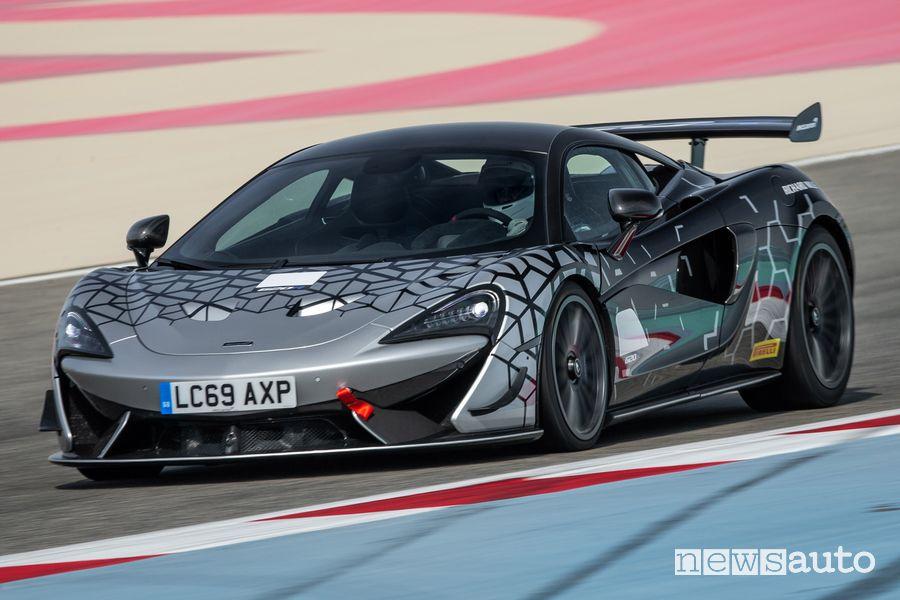 Paraurti anteriore McLaren 620R in pista