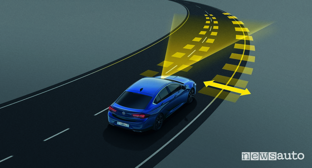 Opel Insignia 2020 ADAS sistema per il mantenimento della corsia di marcia