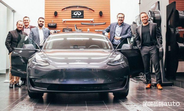 Tesla Model 3 Concessionaria Infiniti