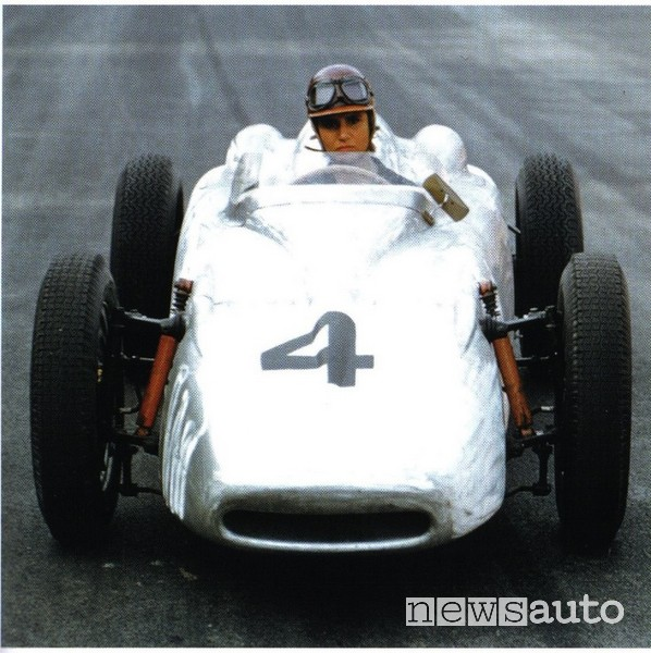 """Maria Teresa De Filippis, """"Pilotino"""", a bordo della sua Porsche Berha"""