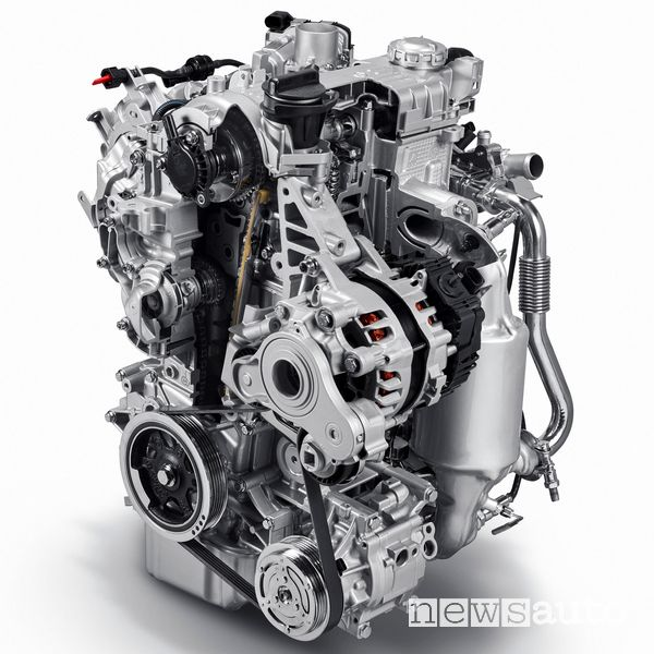 In primo piano l'alternatore reversibile della Panda Mild Hybrid a benzina 1 litro, 3 cilindri. Funge da generatore di corrente e motore di trazione.