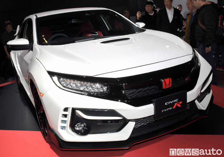 Nuova Honda Civic Type R 2020 2021 con paraurti anteriore ridisegnato e nuovo cofano motore con presa d'aria