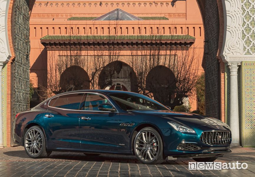 Vista di profilo lato passeggero Maserati Quattroporte Royale