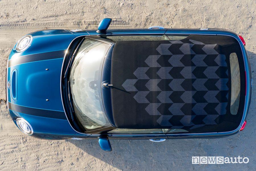 Vista dall'alto della capote in tessuto della Mini Cabrio Cooper S Sidewalk