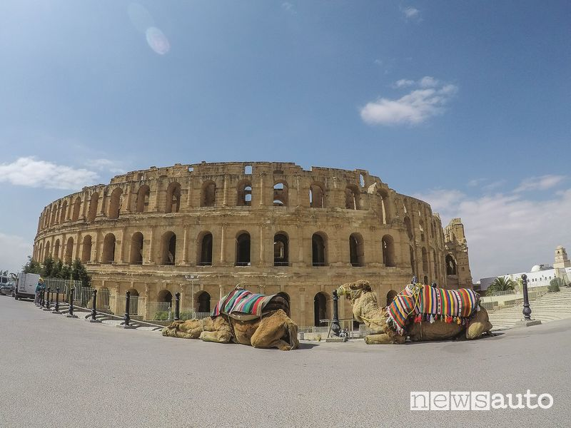 El Jem, anfiteatro romano a Tunisi simile al Colosseo di Roma