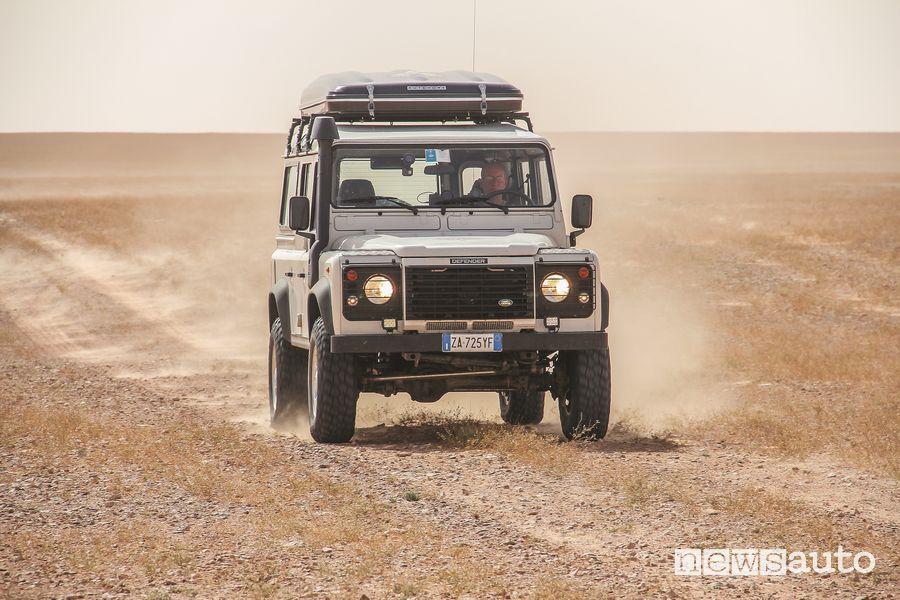 Spazi infiniti e sterrati in Tunisia con il Land Rover Defender