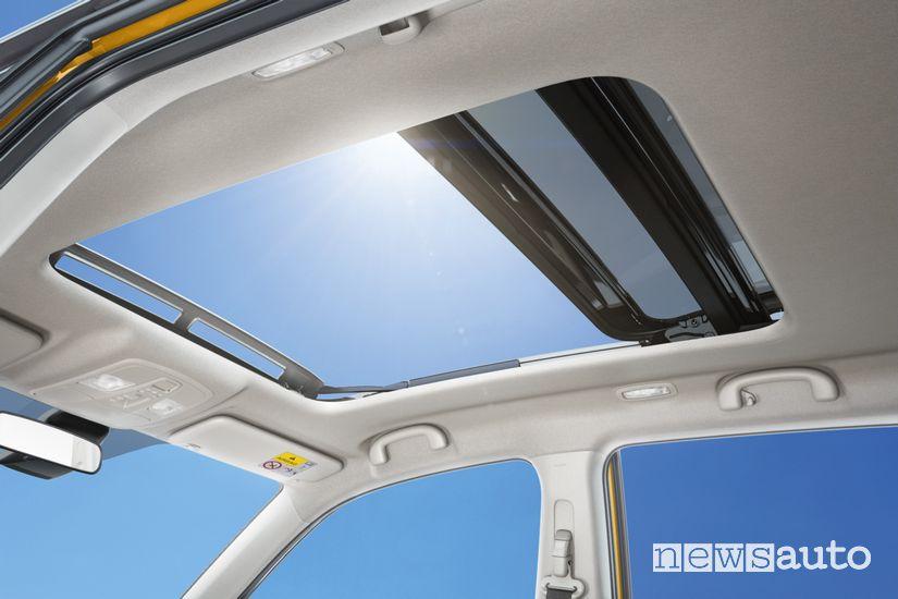 Tetto panoramico in vetro abitacolo Suzuki Vitara Hybrid
