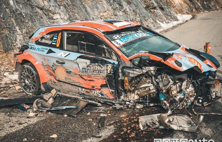 Hyundai i20 Coupe WRC distrutta dopo l'incidente di Tanak al Rally di Montecarlo 2020